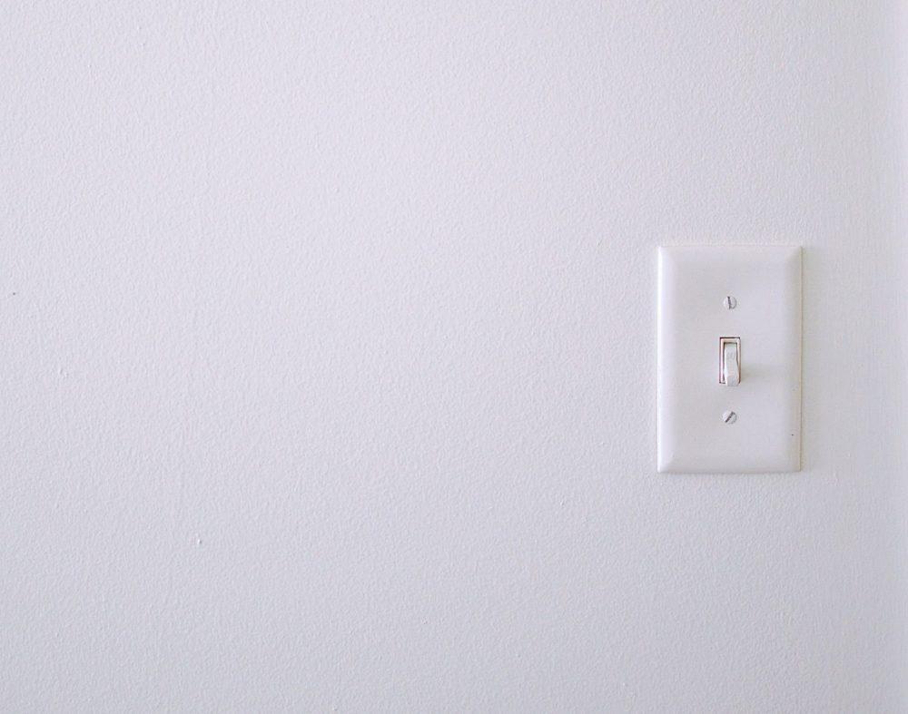 come riconoscere un interruttore elettrico danneggiato