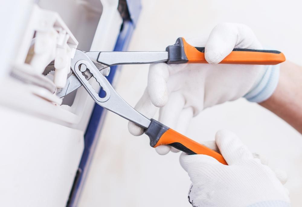 riparare valvola di scarico toilette